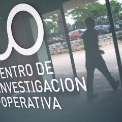 Firma de contrato para actividades de asesoramiento con el CIO
