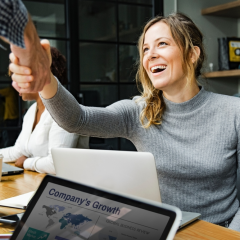 ¿Qué necesitas para trabajar en una empresa tecnológica?